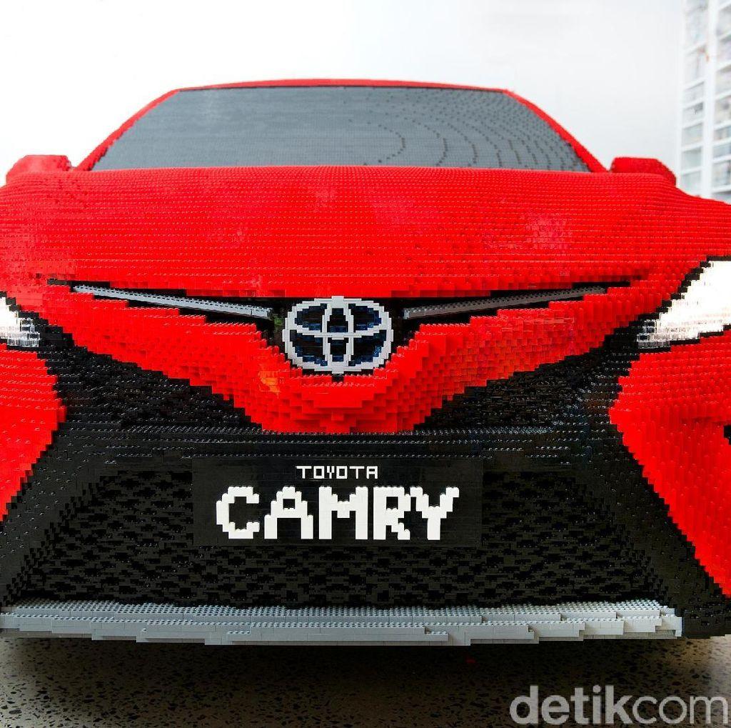 Toyota Camry dari Setengah Juta Lego