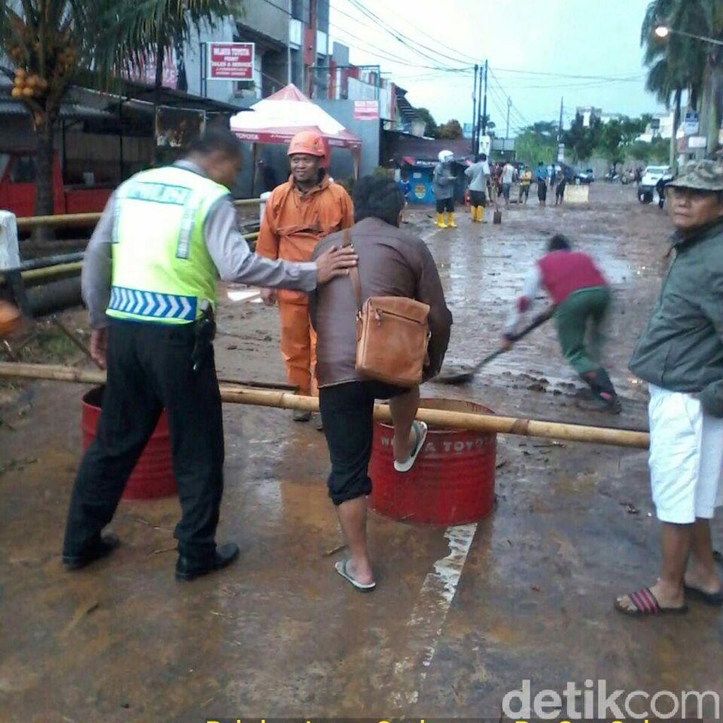 Banjir Sergap Bandung Timur, Sejumlah Jalan di Antapani Ditutup