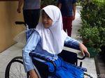 Suratnya Viral, Bocah Ini Dapat Kursi Roda dari Jokowi