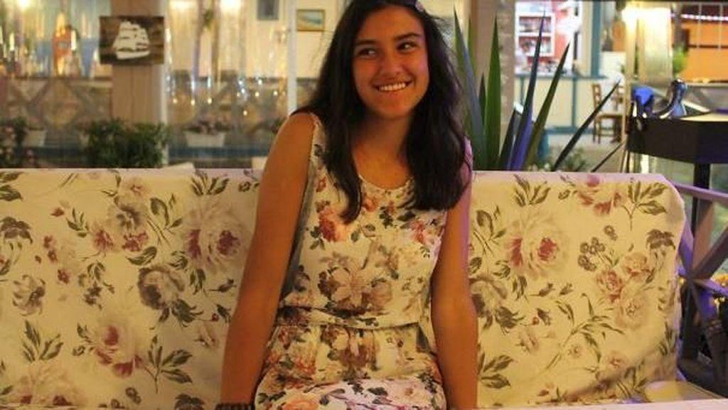 Potret Kocak Pakai Baju Tak Sengaja Persis dengan Sekitar