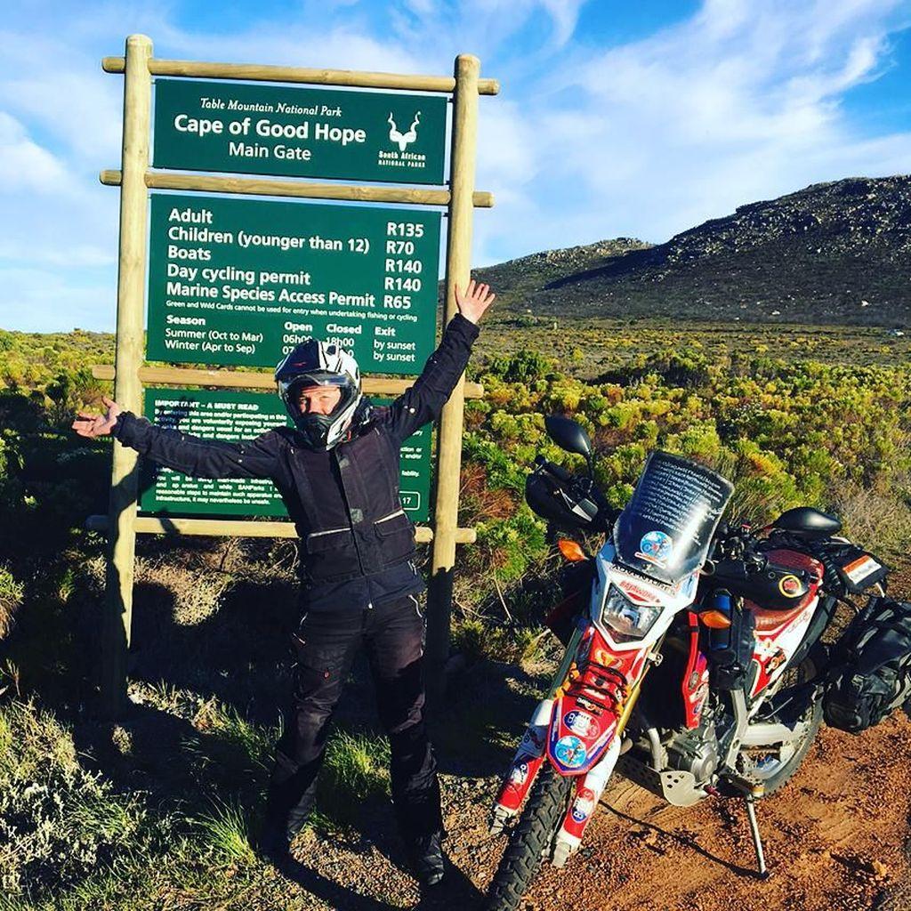 Taklukkan 7 Benua Naik Motor Trail, Ini Nenek Gaul Sedunia