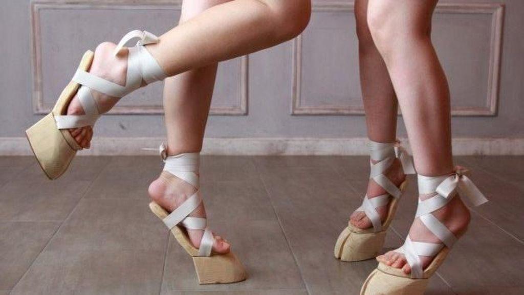 Desainer Buat Sepatu Mirip Kaki Sapi, Yay or Nay?