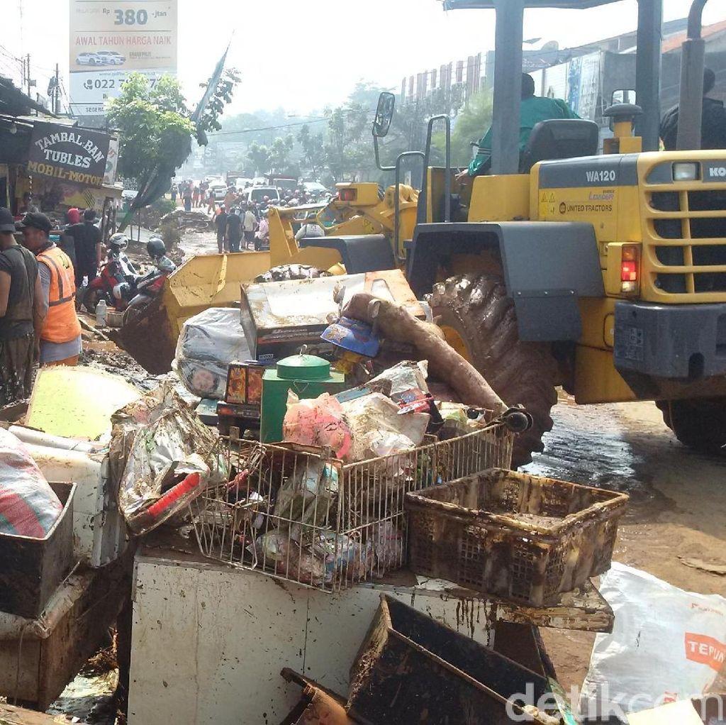 Korban Banjir Bandang Cicaheum Bandung Butuh Air Bersih