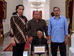 Foto: Hangat Pertemuan Jokowi dengan Nyak Sandang