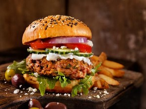 Orang Prancis Kini Lebih Doyan Makan Burger daripada Baguette