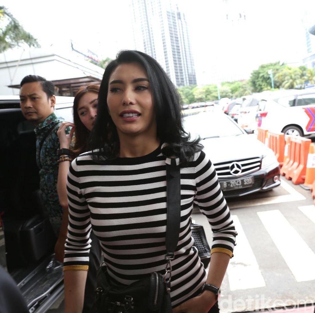 Tyas Mirasih Datang ke Polda Metro Jaya