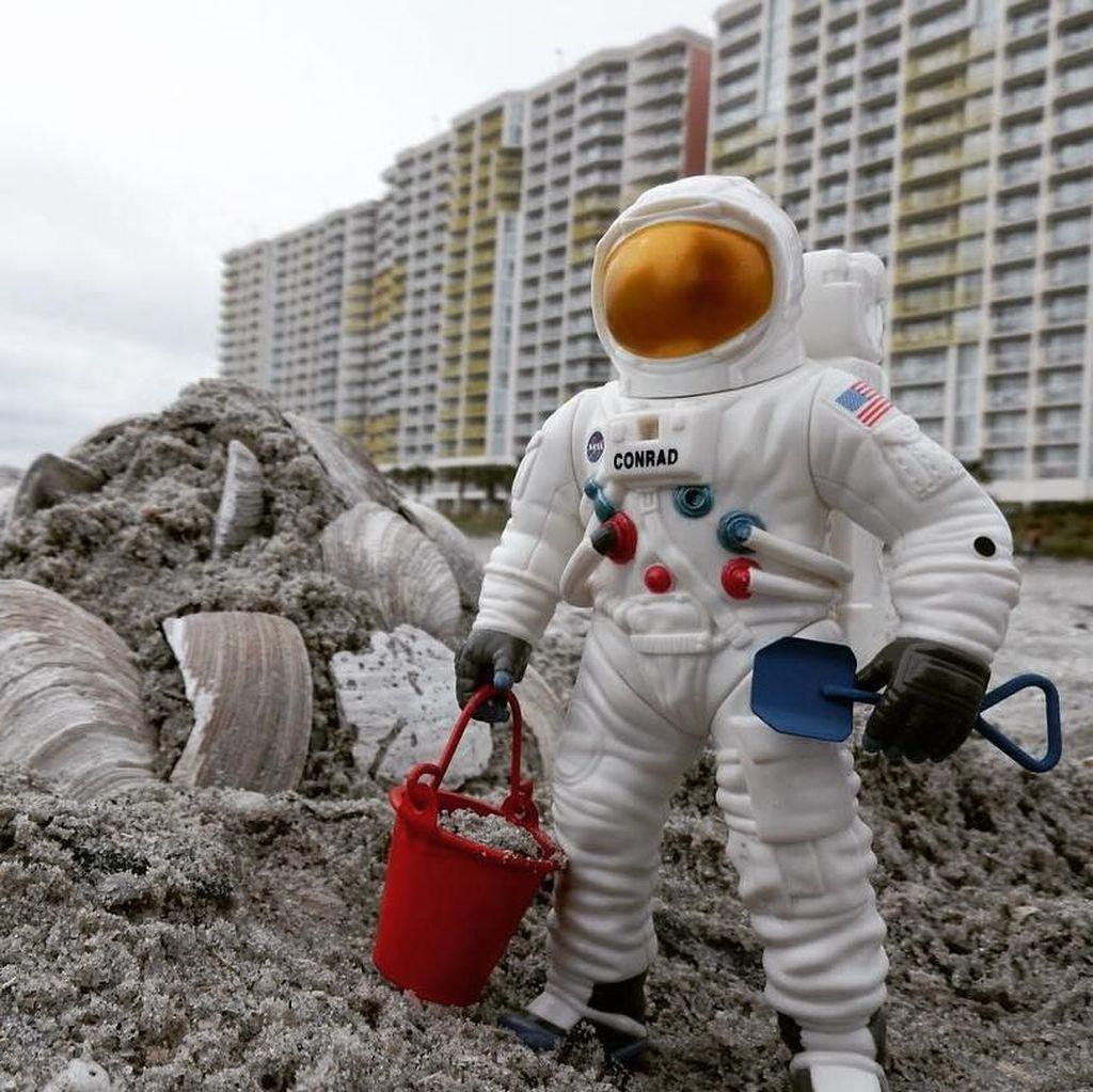 Astronot Mini Jalan-jalan Keliling Amerika