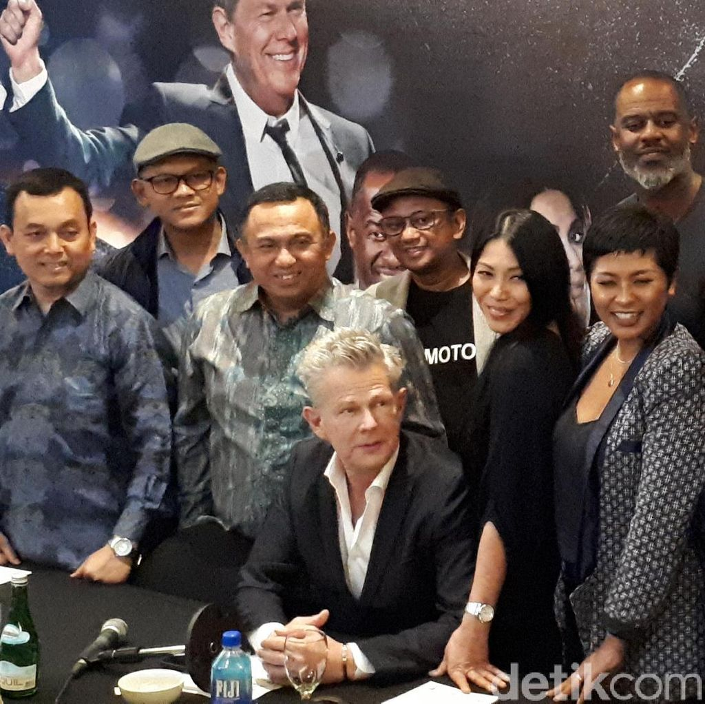 David Foster and Friends Sapa Pecinta Musik Surabaya