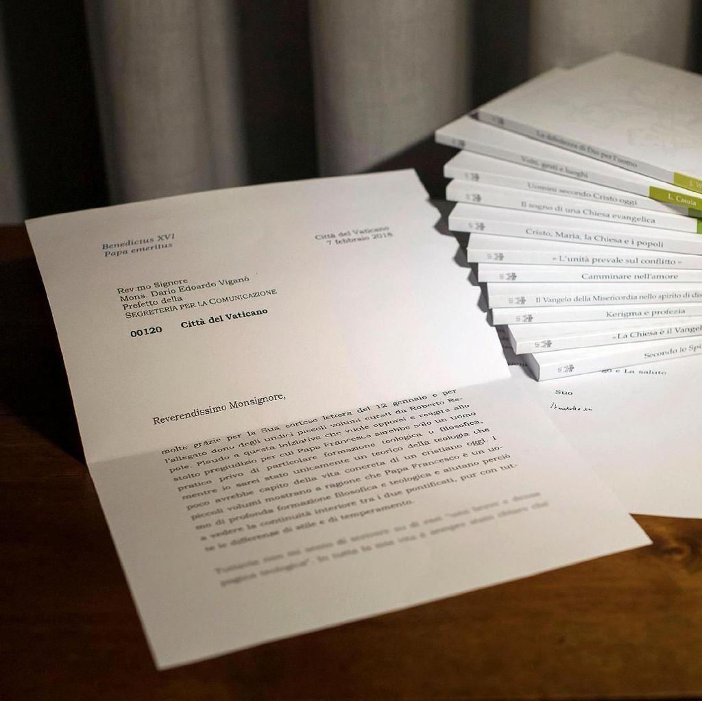 Bocorkan Surat Rahasia, Kepala Komunikasi Vatikan Mundur