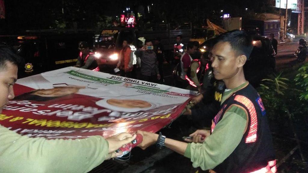 Panwaslu Tertibkan APK Liar di Surabaya