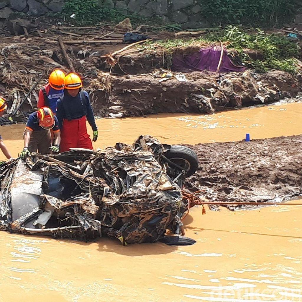 Banjir Bandang di Bandung, Mobil Hanyut Sejauh 10 Kilometer