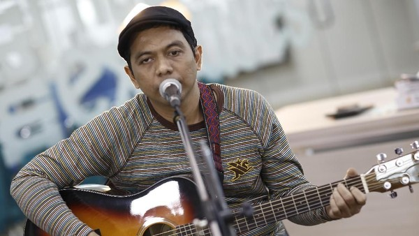 Bangga! Adrian Yunan Wakili Indonesia di True Colours Festival