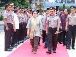 Foto: Kapolri Sambut Megawati dengan Karpet Merah