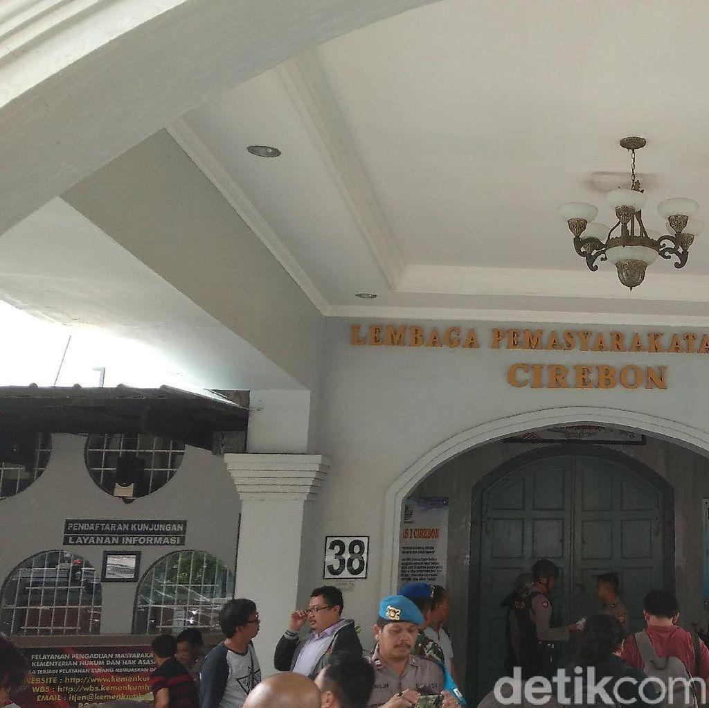 Napi Lapas Cirebon Ngamuk Lawan Petugas