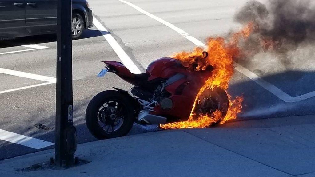 Waduh, Motor Dovizioso Versi Jalanan Malah Terbakar