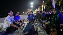 Saat Ketum PPP Menikmati Malam di Pantai Ancol