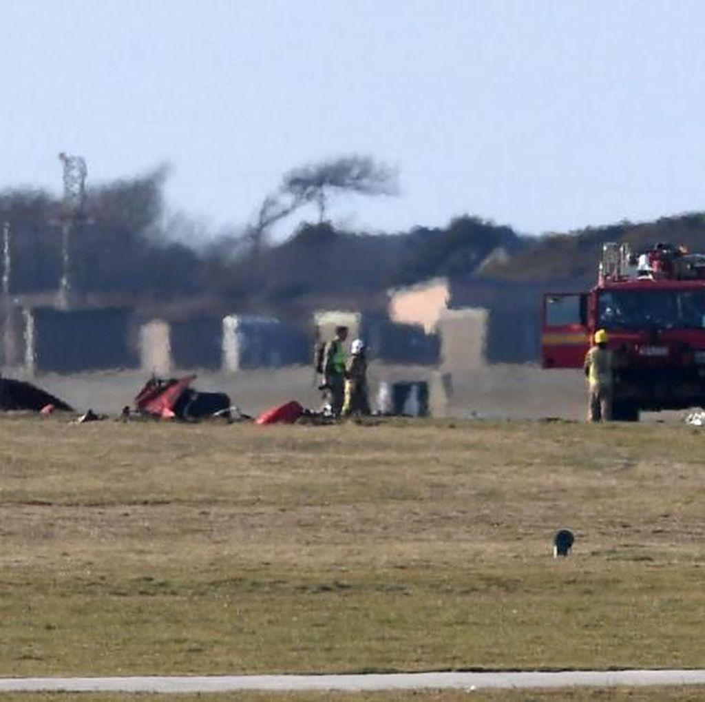 Foto: Pesawat Red Arrow Jatuh saat Latihan, Pilot Selamat