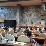 Tolak Aturan Taksi Online, Aliando Ngadu ke DPR