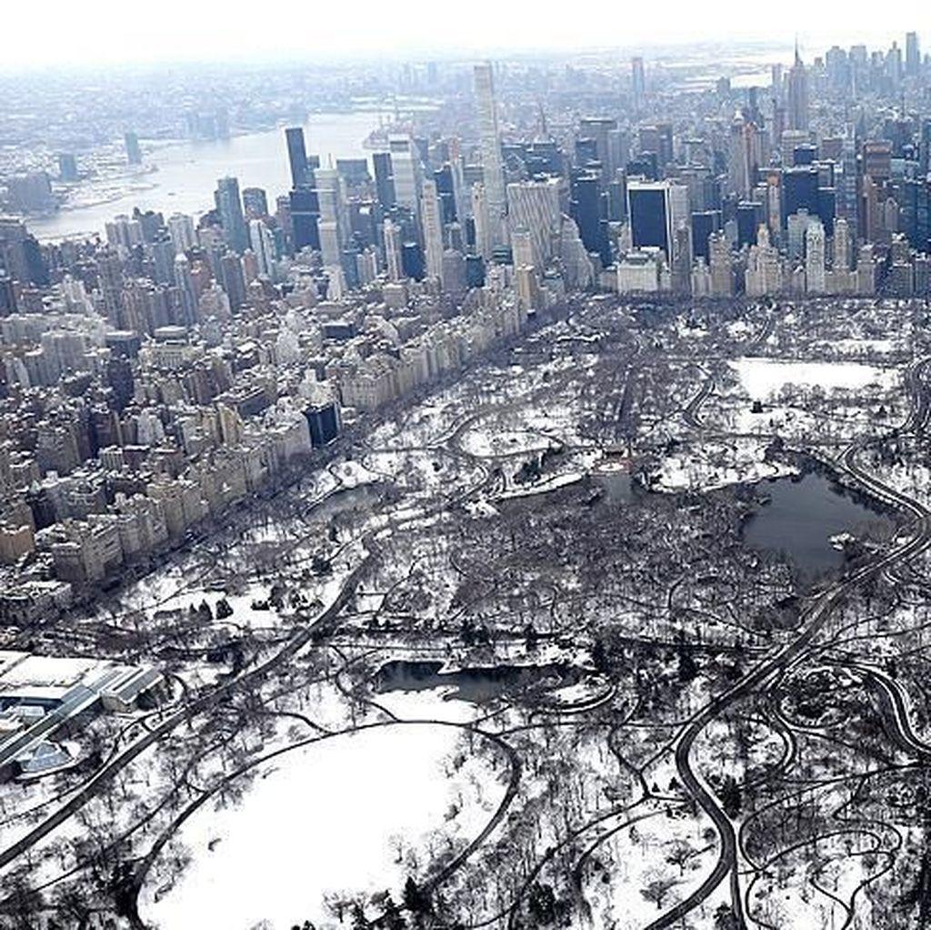Riuh Dunia dalam Gambar: Salju di Central Park, 2 Tahun Bom Brussel