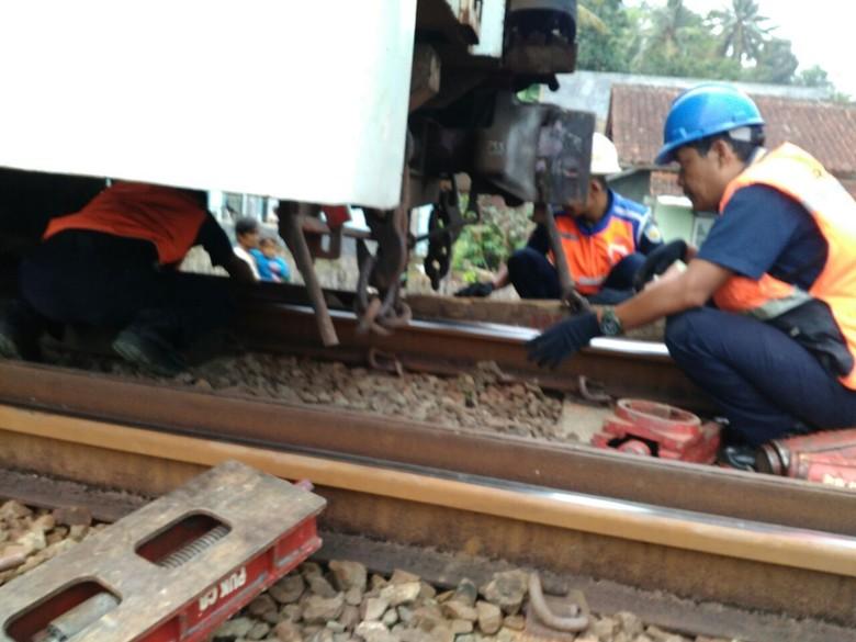 Satu Gerbong Kereta Lodaya Anjlok di Garut