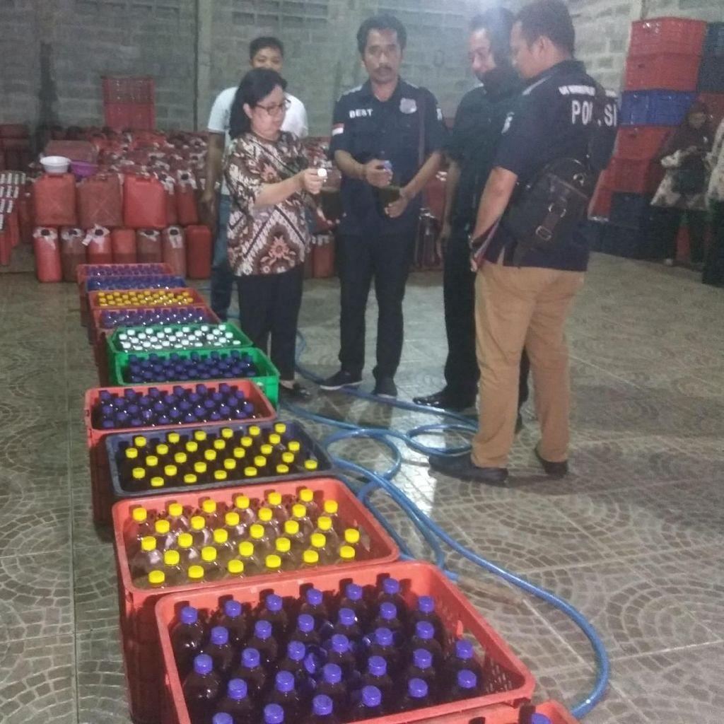 BPOM Amankan Bahan Baku Jamu Cair Tanpa Izin Produksi di Sidoarjo
