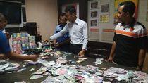 Polisi Pamerkan Ribuan Lembar Uang Mainan Mujiono, Hitung Totalnya