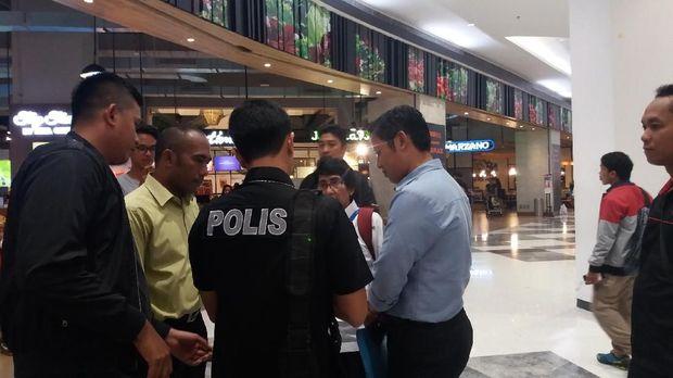 Polisi-BPOM cek makanan kedaluwarsa di supermarket