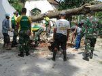 Kostrad Perbaiki Rumah Warga Banjar yang Diterjang Puting Beliung