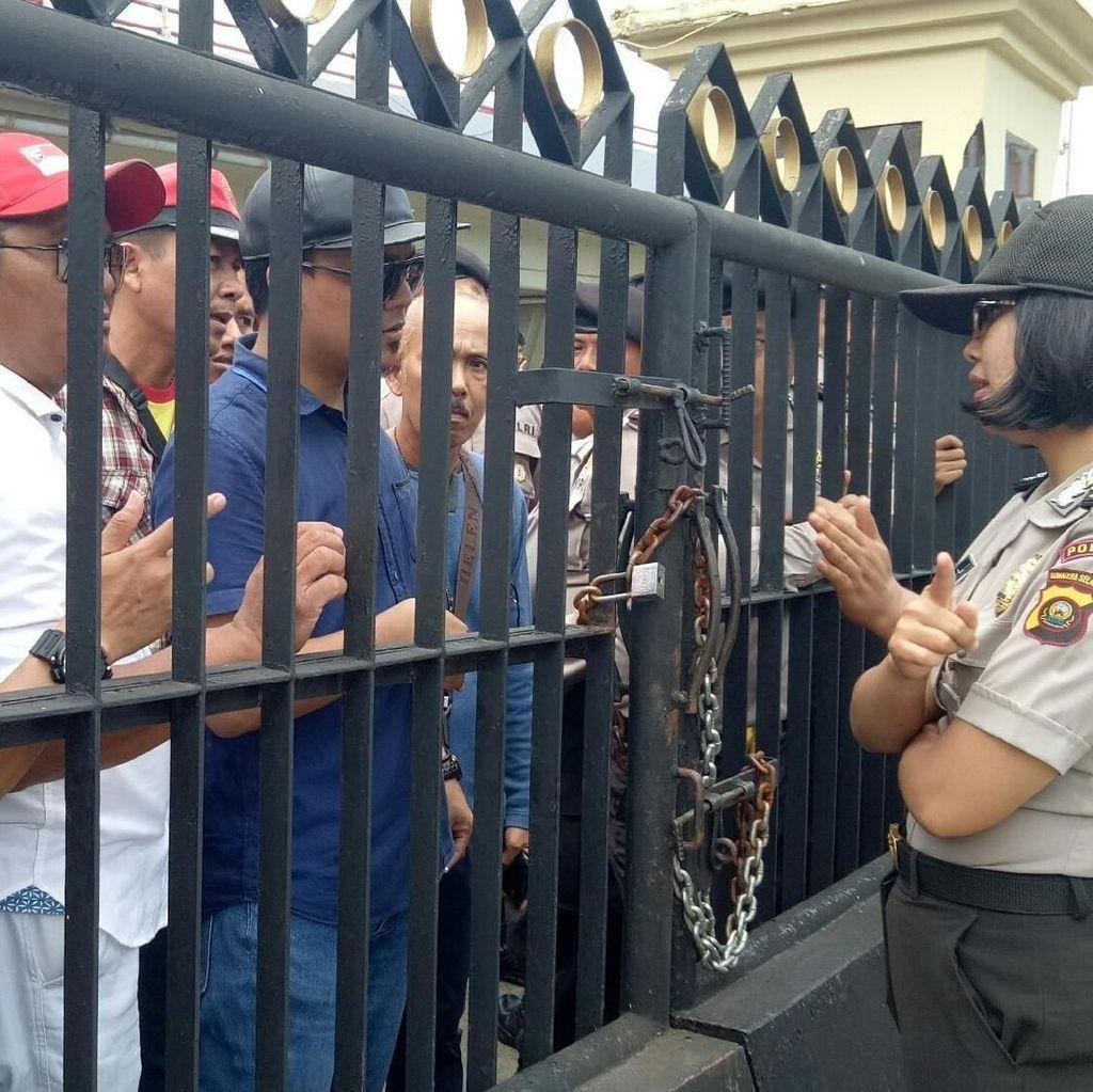 40 Hari Tri Hilang, Ratusan Driver Taksi Online Demo Polda Sumsel