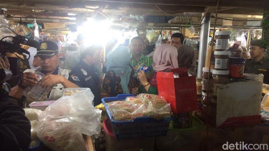 Pemkot Jaksel Sidak Bahan Makanan di Pasar Mayestik