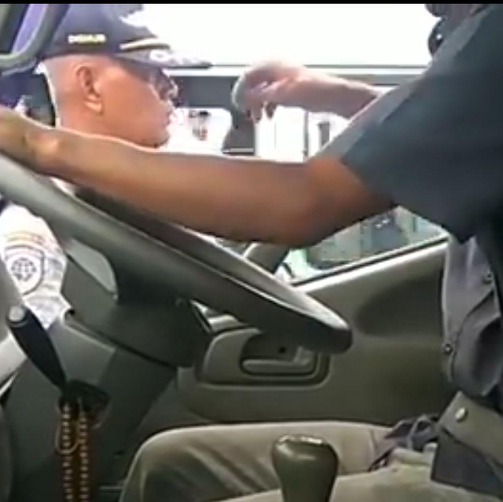 Viral Video Sopir Selipkan Rp 50 Ribu ke Petugas Dishub DKI