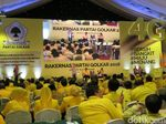 Elektabilitas Stagnan, Golkar Disarankan Tak Malu-malu Jualan Jokowi