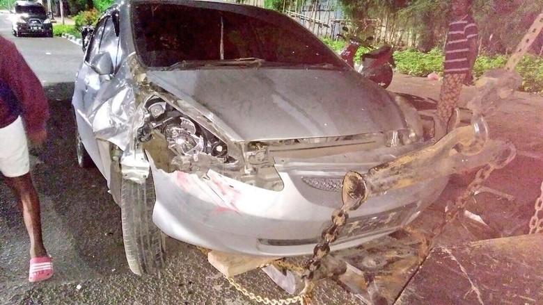 Dua Mobil Tabrakan di Kawasan Senayan