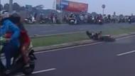 Nggak Ada Kapoknya, Nikung ala Rossi Bikin Celaka Lagi