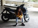 Cantik Tak Jadi Halangan Artis-artis Ini untuk Mengendarai Motor