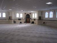 Bagian dalam Masjid Al Rahma (Liverpool Central Mosque)