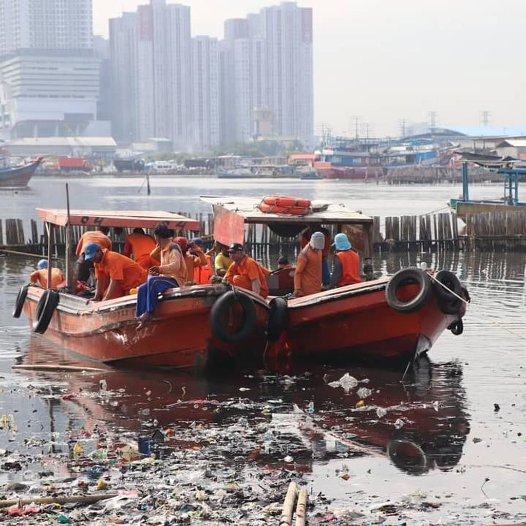 PR Anies-Sandi, Sampah di Teluk Jakarta-Busa di BKT Marunda