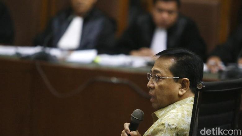 Novanto Cerita soal Ponakannya Antar Bungkusan Duit ke DPR