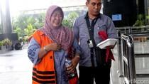 Diperiksa KPK, Panitera PN Tangerang Menangis Sesenggukan