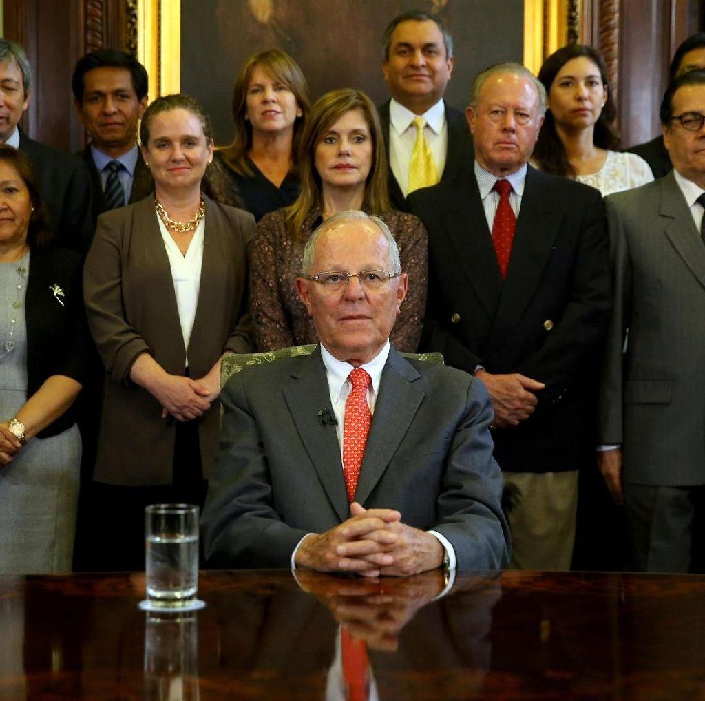 Mundur, Presiden Peru Terancam Diadili Atas Suap
