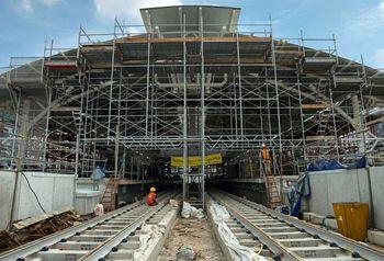 Melihat Stasiun Pertemuan Jalur Layang dan Bawah Tanah MRT Jakarta