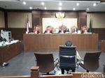 Diperiksa sebagai Terdakwa di Sidang e-KTP, Novanto Menangis