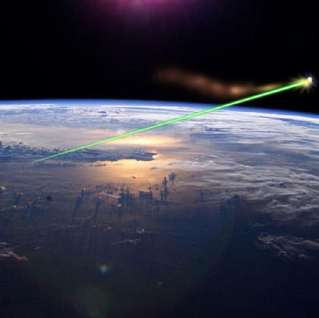 Teknologi Laser Akan Digunakan untuk Singkirkan Sampah Luar Angkasa