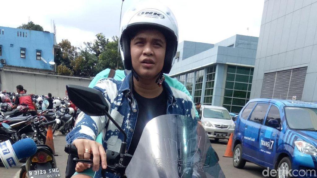 Billy Syahputra Tunggangi Yamaha NMax Biar Cepat Kemana-mana