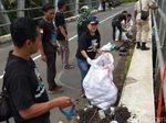 Hari Air Sedunia, Warga Banjarnegara Punguti Sampah di Serayu