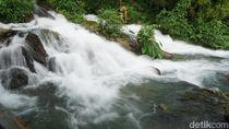 Foto: Air Terjun Langsung Jatuh ke Laut dari Maluku
