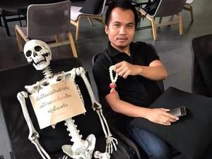 Seram! Ada Peti Mati dan Bisa Tulis Surat Terakhir di Kafe Ini