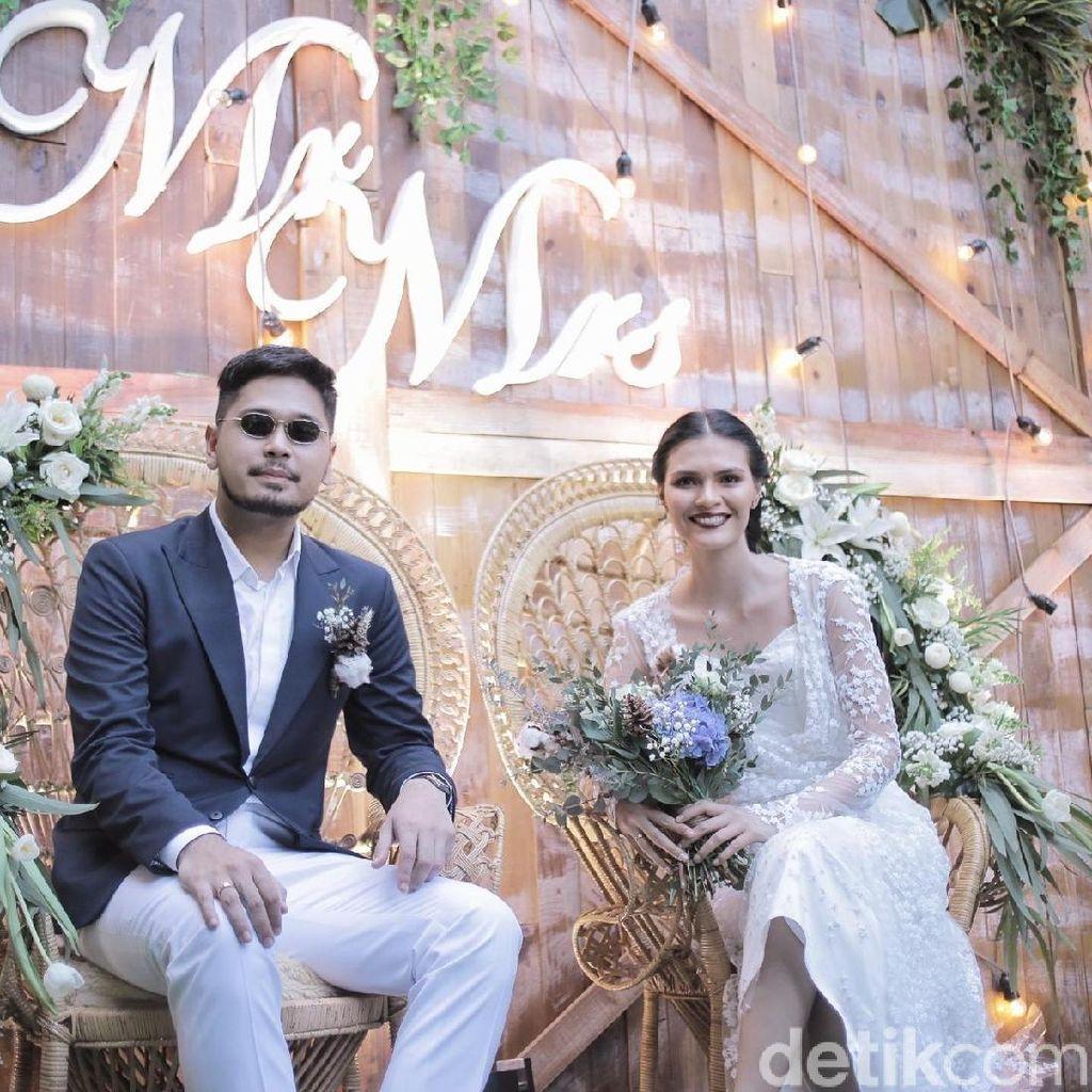 Haru dan Bahagia di Pemberkatan Nikah Petra Sihombing dan Firrina Sinatrya