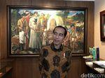 Foto: Momen Jokowi Tour ke Kantor Pratikno Lihat-lihat Lukisan