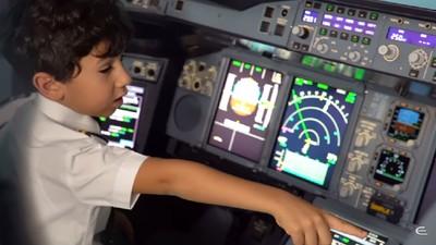 Mengagumkan! Anak Ini Tahu Benar Cara Terbangkan Pesawat